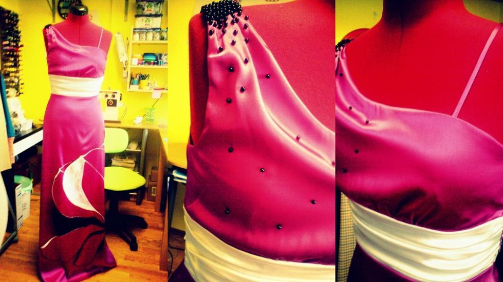 saténové šaty s ručnou maľbou